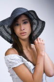 Mixed raced young beauty with her hat — Stock Photo