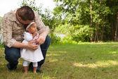 šťastný tatínek a jeho dívka — Stock fotografie