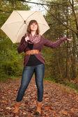 Menina quer saber se está chovendo — Fotografia Stock