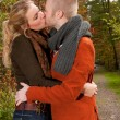 Kissing in the sunny autumn — Stock fotografie