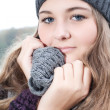 Cold winter girl — Stockfoto