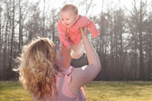 Baby flying in nature when mommy is holding her — Stock Photo