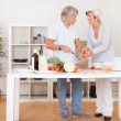 Middle-aged couple preparing a meal — Stock Photo #12720247