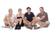 Entspannende freundliche familie — Stockfoto