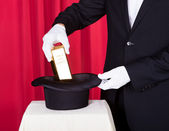 Magician Removing Bullion From Hat — Stock Photo