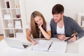 Unhappy young couple in financial trouble — Stockfoto