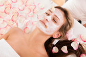 Beautician applying a face mask — Stock Photo