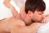 Man having a shoulder massage — Stock Photo