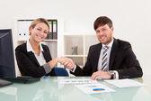 совещание для совместного предприятия — Стоковое фото