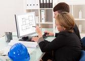 Twee architecten of structurele ingenieurs — Stockfoto