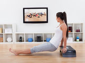 Athletic woman doing exercises in her livingroom — Stock Photo