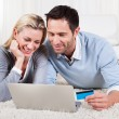 Young couple shopping online - Stockfoto