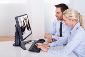 Couple watching an online presentation — Stock Photo