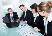 Business meeting for statistical analysis — Stockfoto