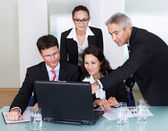 Businesspeople having a discussion — Stock Photo