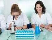女人实验室技术员 — 图库照片