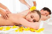 Aantrekkelijke paar met een massage — Stockfoto