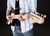 Singer with guitar — Stock Photo