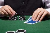 Hand van croupier — Stockfoto