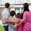 Family standing in front of their house — Foto de Stock