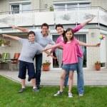 Happy family enjoying themselves — Stock Photo
