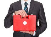 Empresário feliz segurando a caixa de primeiros socorros — Foto Stock