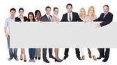 Grupp av företag presenterar tom banner — Stockfoto