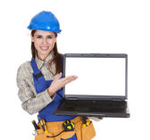 Female Worker Showing Laptop — Stock Photo