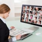 Designer mulher a trabalhar no computador — Foto Stock