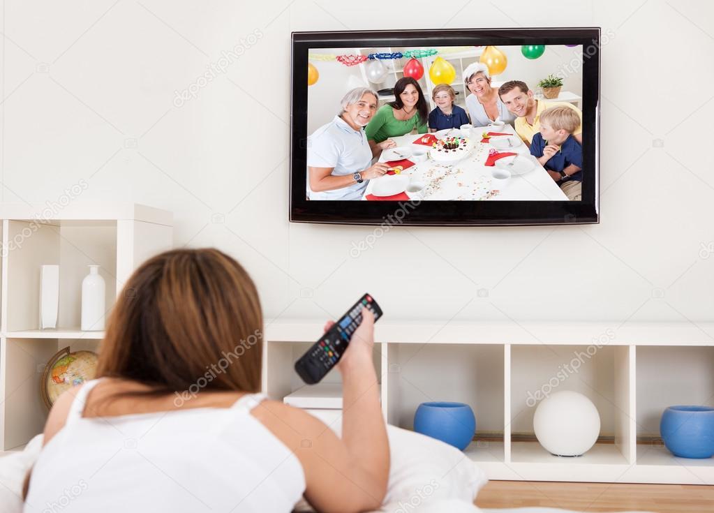 「躺在床上電視線上看」的圖片搜尋結果