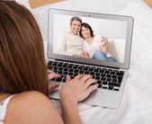 Chat com vídeo de jovem — Foto Stock