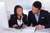 Dwie firmy robi praca finanse — Zdjęcie stockowe