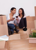 Couple Unpacking Boxes And Drinking Wine — Stock Photo