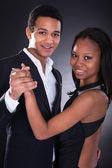 Jonge afrikaanse paar dansen — Stockfoto