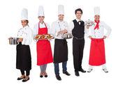 Grupo de chef e garçons — Fotografia Stock