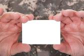 Mogna soldat anläggning blankt papper — Stockfoto