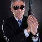 erkek tabanca ile yakın çekim — Stok fotoğraf