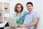 Young couple shopping online — Stock Photo