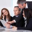 ondernemers met behulp van digitale Tablet PC — Stockfoto