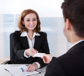 Two businesspeople exchanging visiting card — Stock Photo