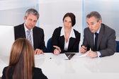 Podnikatelé pohovory žena — Stock fotografie