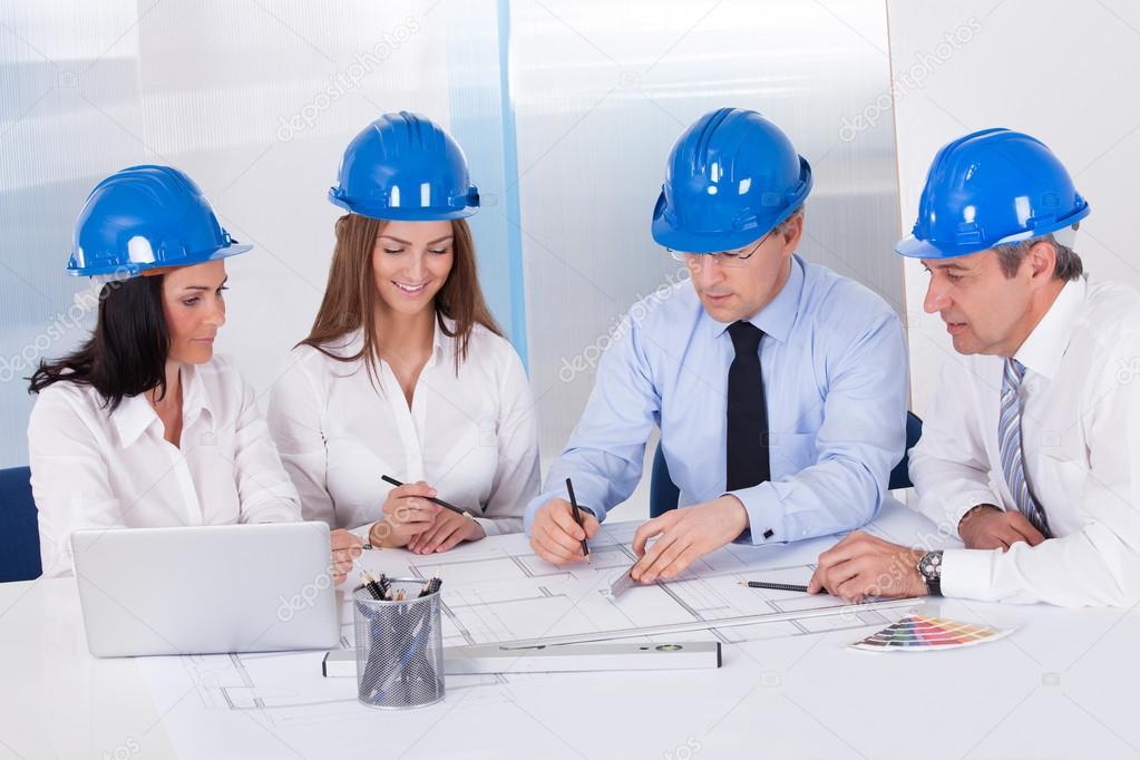 Arquitectos trabajando en proyecto foto de stock - Cm arquitectos ...