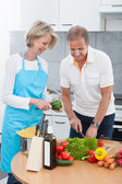 Mature Couple Cutting Vegetables — Stock Photo