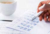Man Hand Holding Pen On Calendar — Stock Photo