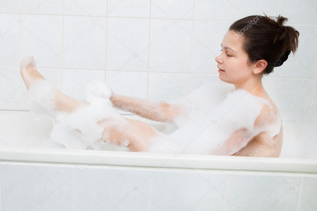Donna nella vasca da bagno foto stock andreypopov 30728371 - Foto nella vasca da bagno ...
