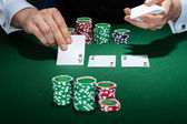 Croupier arranging cards — Stockfoto