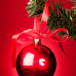 Red Bauble On Christmas Tree — Stockfoto