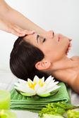 Vrouw in spa salon — Stockfoto