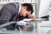 Unavený mladý podnikatel — Stock fotografie