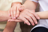 Tenant la main — Photo